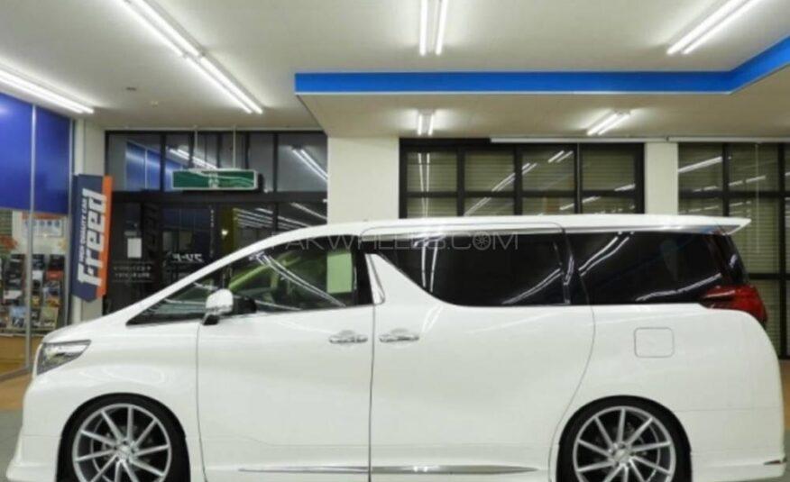 Toyota Alphard Hybrid SR 2016