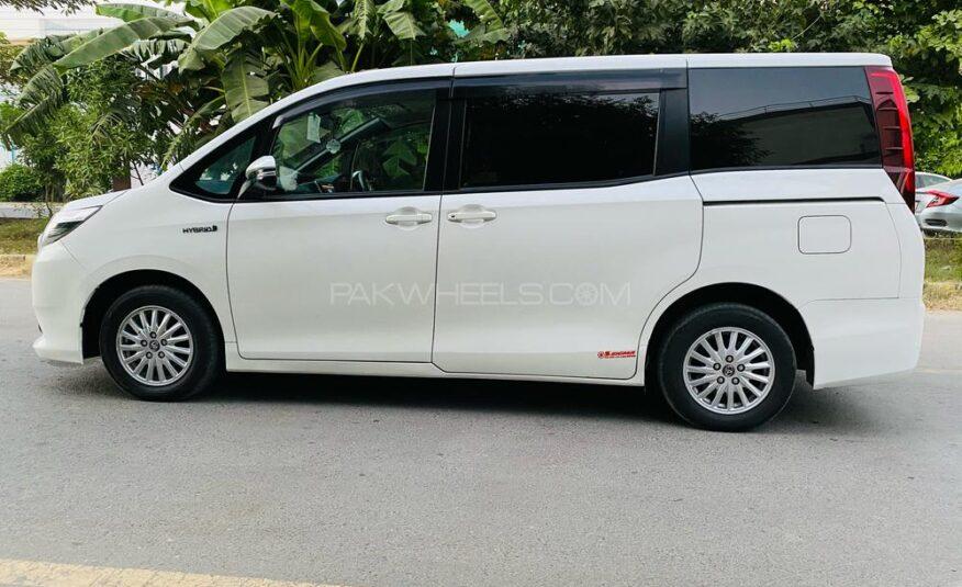 Toyota Noah X SMART EDITION 2014